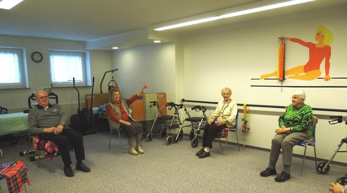 Gruppenaktivitäten im Altenheim Harz
